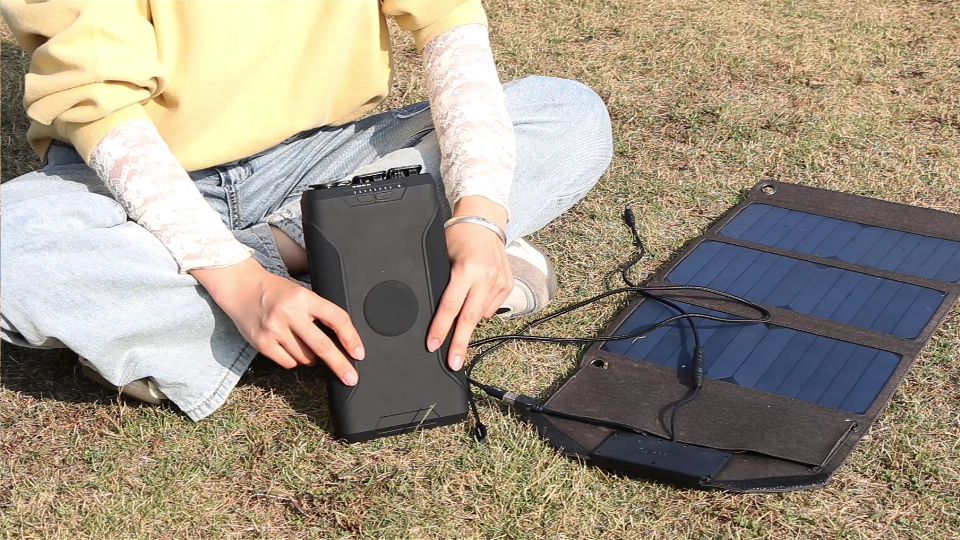 GP14 outdoor power bank with solar panel charging